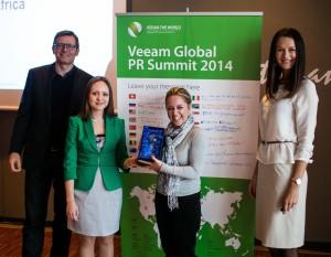 DUO receiving PR Award from Veeam